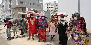 A cause du coronavirus, « on mourra de faim ou sous les coups » : des Ivoiriennes témoignent